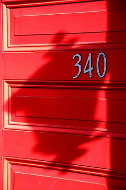 Read more about the article Photos from Savannah: Red Doors and More