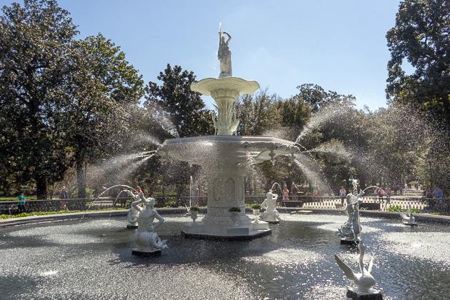 01 Forsyth Fountain Parkfor91days.com