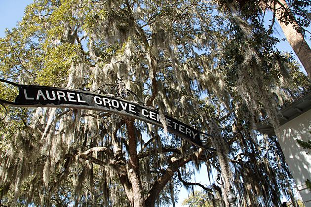 Gate Laurel Grave