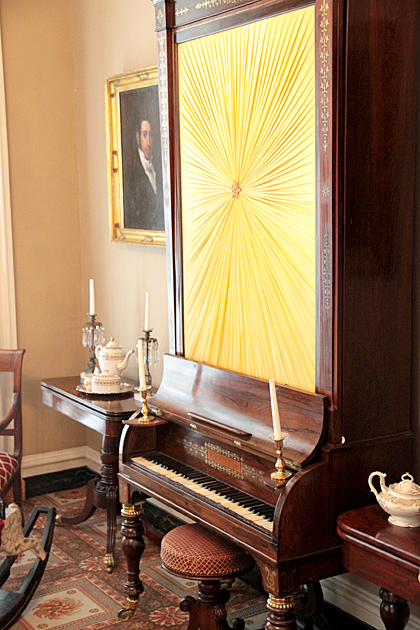 Low House Piano