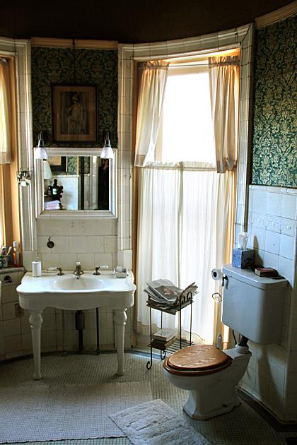 Old Fashion Bathroom