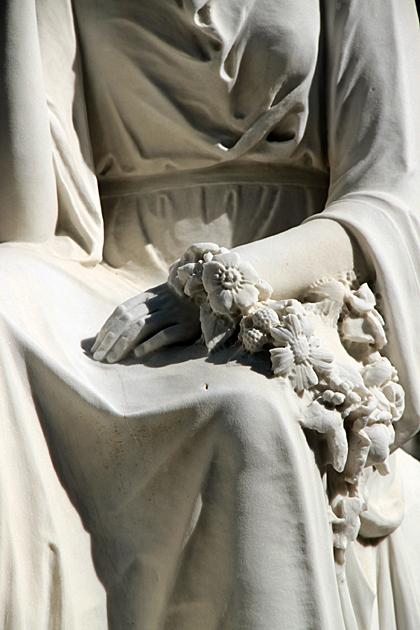 bonaventure statue